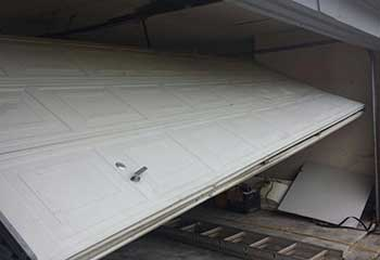 Garage Door Off Track | Southchase | Williamsburg, FL